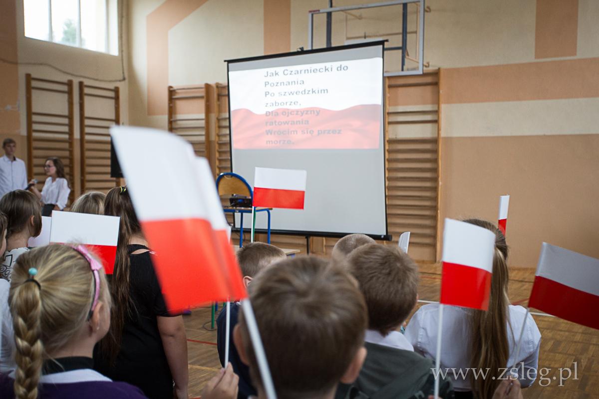 Przegladasz: Wspólnie śpiewamy pieśni patriotyczne.